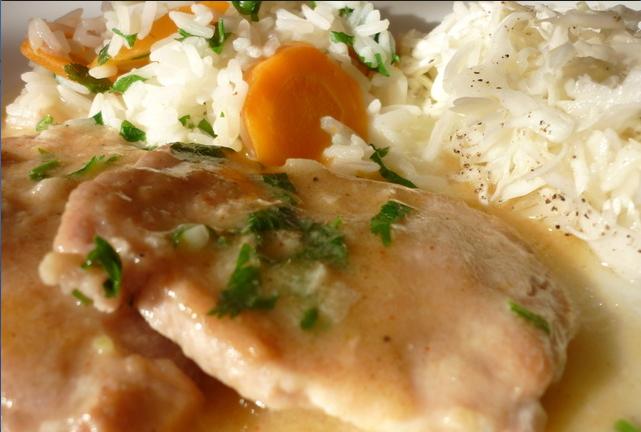Kotlet na samoborski, riža, salata