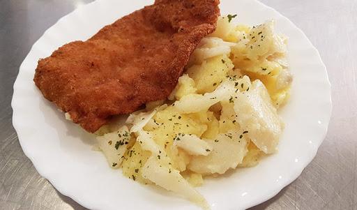 Pohani som-krumpir salata